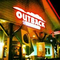 Foto tirada no(a) Outback Steakhouse por Savio B. em 4/23/2013