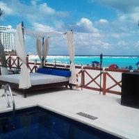 Foto tomada en Mandala Beach Club por DocChorro L. el 4/28/2013