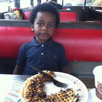 Photo taken at Waffle House by Yvette H. on 2/19/2014