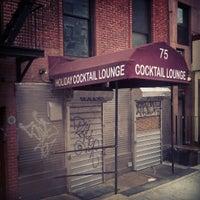 3/31/2013 tarihinde Aerik V.ziyaretçi tarafından Holiday Cocktail Lounge'de çekilen fotoğraf
