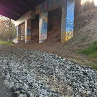 4/8/2013 tarihinde Brittany B.ziyaretçi tarafından Atlanta BeltLine Corridor under Freedom Pkwy'de çekilen fotoğraf