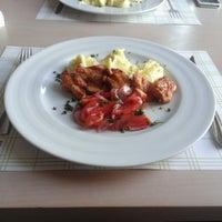 Снимок сделан в Very Well Café пользователем Maksim R. 8/16/2014