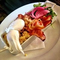 Foto tirada no(a) Griffintown Café por Thi N. em 4/27/2013