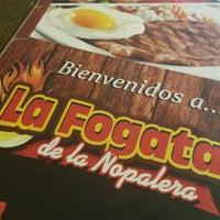 รูปภาพถ่ายที่ La Fogata De La Nopalera โดย Dan G. เมื่อ 8/29/2015