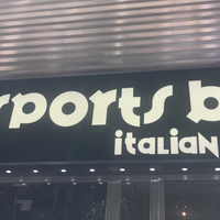 Foto tomada en Sports Bar Italian Food por Abdullah .. el 10/18/2017