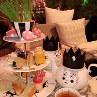 Photo taken at Madhatter's Tea Party by Maay S .. on 1/14/2018