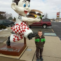 Photo taken at Frisch's Big Boy by Jeanette H. on 2/23/2013