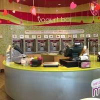 Photo taken at Menchie's Frozen Yogurt by Heather W. on 2/10/2013