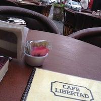 Foto tomada en Café Libertad por Maria N. el 1/20/2013