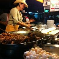 Photo taken at Kaw Kha Moo Chang Phuek by Atiporn H. on 12/29/2012