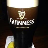 Foto scattata a Fado Irish Pub da Wendy F. il 6/1/2013