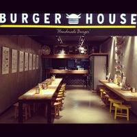 9/25/2012 tarihinde Simge C.ziyaretçi tarafından Burger House'de çekilen fotoğraf