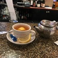 Foto tomada en Junior's Restaurant por Patrick M. el 2/18/2018