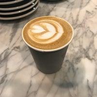 Снимок сделан в Toby's Estate Coffee пользователем Patrick M. 3/29/2018