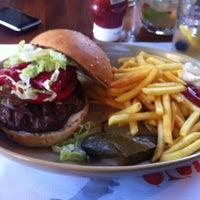 5/25/2013 tarihinde Adnan A.ziyaretçi tarafından Beyaz Fırın & Brasserie'de çekilen fotoğraf