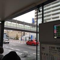 Photo taken at 広島駅新幹線口 バスのりば by 🦄 . on 1/8/2017