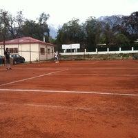 Photo taken at Club De Tenis Lo Cañas by Jéssica B. on 9/5/2013