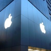 รูปภาพถ่ายที่ Apple Store โดย Nozooooomu เมื่อ 6/7/2013