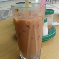 Photo taken at Restoran Singgah Sokmo by Marvin A. on 5/26/2013