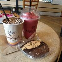 Photo taken at Gloria Jean's Coffees by Vero P. on 4/6/2013