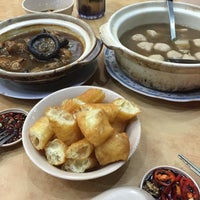 Photo taken at Man Li Hiong Bak Kut Teh 萬里香肉骨恭茶 by Girly G. on 4/16/2016
