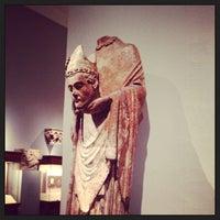6/9/2013 tarihinde Nina N.ziyaretçi tarafından Medieval Art'de çekilen fotoğraf