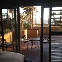 Foto tomada en Pacific Terrace Hotel por Marty M. el 5/14/2013