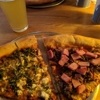 4/7/2018 tarihinde Jonathan R.ziyaretçi tarafından Satchel's Pizza'de çekilen fotoğraf