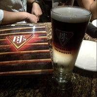 Foto tomada en BJ's Restaurant & Brewhouse  por Harry Y. el 10/24/2012