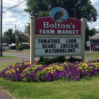 Photo taken at Bolton's Farm Market by Sarah L. on 8/11/2014