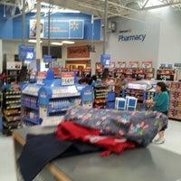 Foto tirada no(a) Walmart Supercenter por Jose G. em 1/6/2013