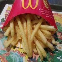 Foto tirada no(a) McDonald's por Fernanda B. em 2/7/2013