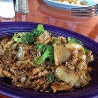 รูปภาพถ่ายที่ Noppakao Thai Restaurant โดย Sashka L. เมื่อ 7/1/2013