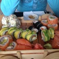3/7/2013 tarihinde Carolina R.ziyaretçi tarafından Kioto Sushi'de çekilen fotoğraf