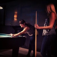 Photo prise au Pressure Billiards & Cafe par Erin D. le9/27/2012