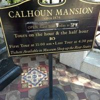 Снимок сделан в Calhoun Mansion пользователем Julia T. 1/23/2013