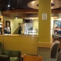 Das Foto wurde bei Starbucks von Enrique Z. am 3/2/2013 aufgenommen