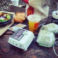 Foto tirada no(a) McDonald's por Luanna R. em 1/27/2013