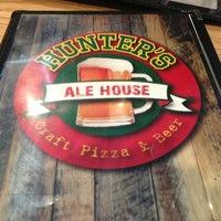 Foto tomada en Hunter's Ale House por Kenny M. el 7/15/2013