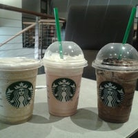 Foto tomada en Starbucks por Cristi G. el 1/14/2013