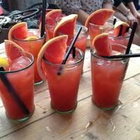 7/7/2013 tarihinde Joyce H.ziyaretçi tarafından Café 56'de çekilen fotoğraf