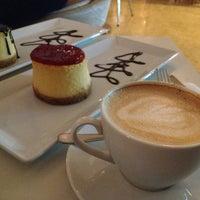 รูปภาพถ่ายที่ W Cafe Brasserie โดย Ali D. เมื่อ 5/9/2013