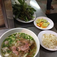 Photo taken at Phở Quỳnh by Daniel H. on 1/5/2013