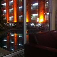 3/30/2013 tarihinde Özerziyaretçi tarafından Alaiye Kleopatra Hotel'de çekilen fotoğraf
