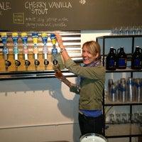 4/12/2013にLiz W.がHalf Full Breweryで撮った写真