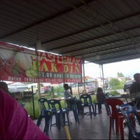 Photo taken at Nasi Lemak Pak Din by Lukman A. on 10/4/2012