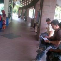 Photo taken at Immigration Department (Jabatan Imigresen) by Lukman A. on 11/1/2012