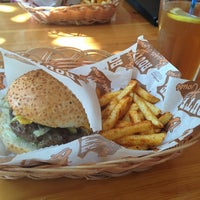 4/6/2013 tarihinde Zehra D.ziyaretçi tarafından Route Burger House'de çekilen fotoğraf