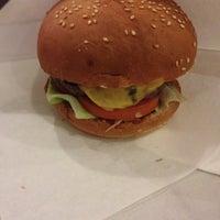 Снимок сделан в Street Burger пользователем Katya O. 12/27/2014