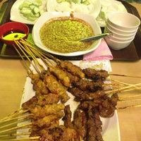 Photo taken at Restoran Sate Kajang Haji Samuri by Caymun E. on 1/16/2013